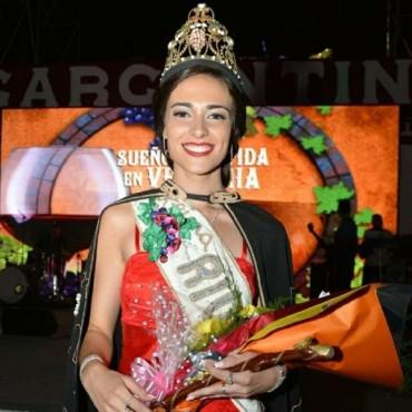 Julieta Lagos fue elegida como reina de Rivadavia