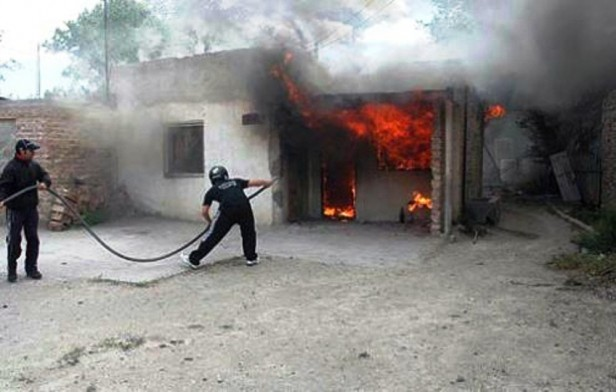 La Paz: Golpeó a su mujer y le quemó la casa