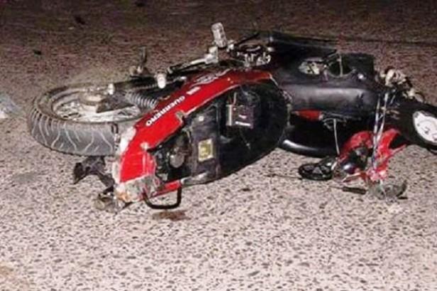 Murió un motociclista tras chocar con una F-100