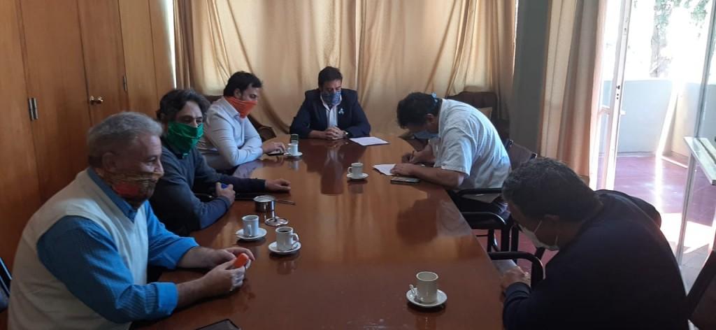 La Paz otorga bono de 2 mil pesos a trabajadores municipales