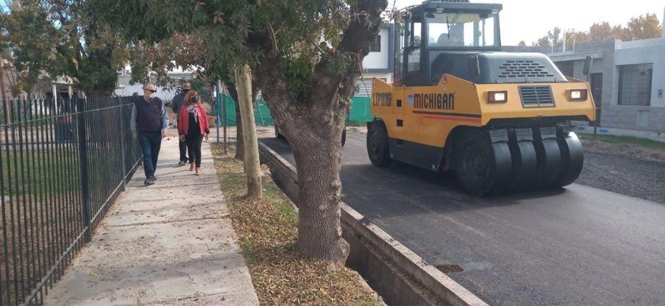 Continúa el trabajo de asfalto en San Martín