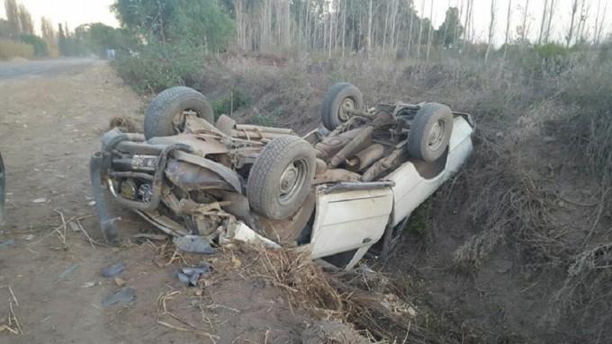 Una camioneta se dio vuelta en la Ruta 50 a la altura de la Escuela Salvarredi