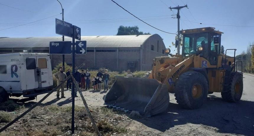 Se realizaron tareas en conjunto con los vecinos de Calle Moga y Chañar, dando solución a los pedidos de familias de la zona