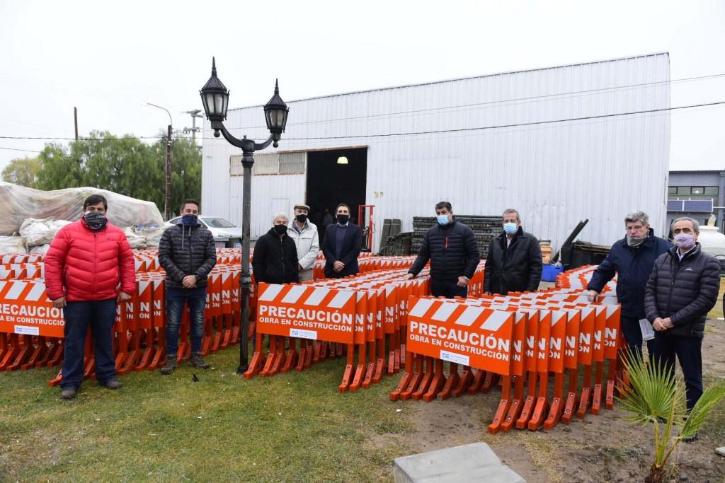 Junín llevó a cabo la entrega de vallas señalizadoras a AySAM