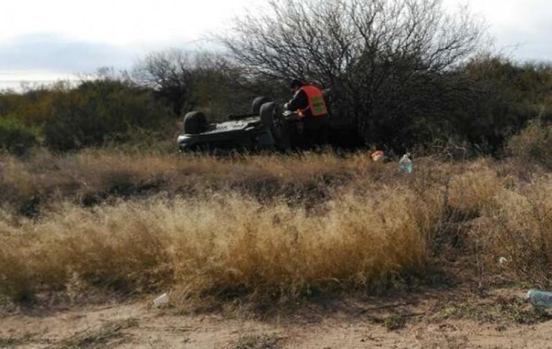 Una mujer volcó en Ñacuñán y falleció su suegro