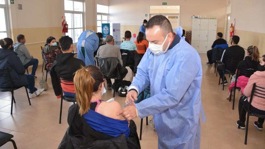 En Rivadavia ya se vacunan a mayores de 18 años