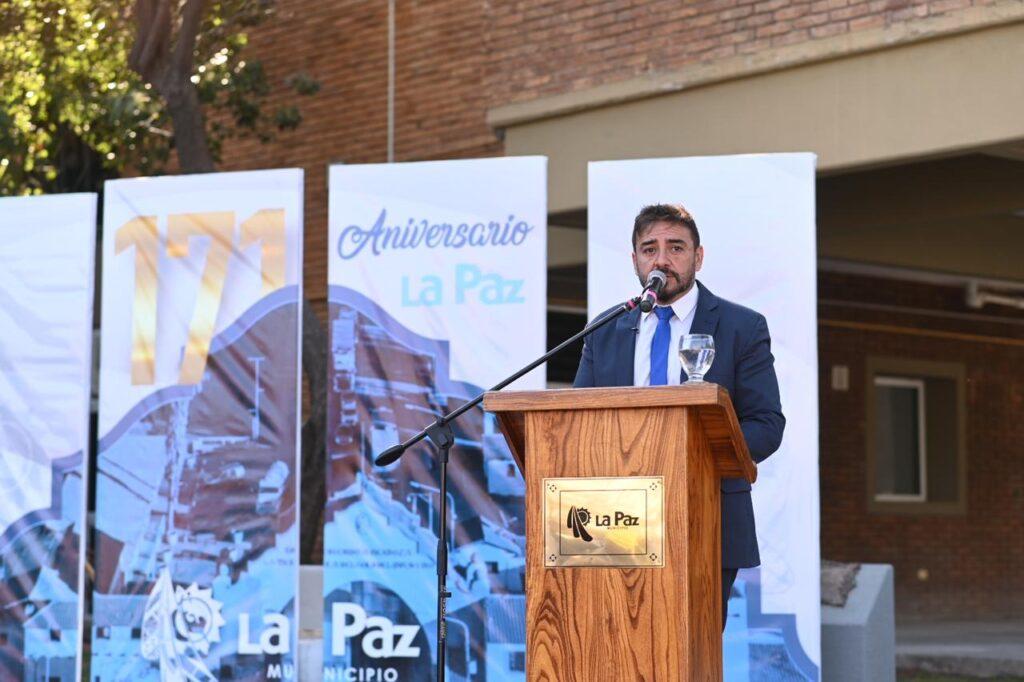 El Intendente, Fernando Ubieta, encabezó el acto por los 171º Aniversario de La Paz