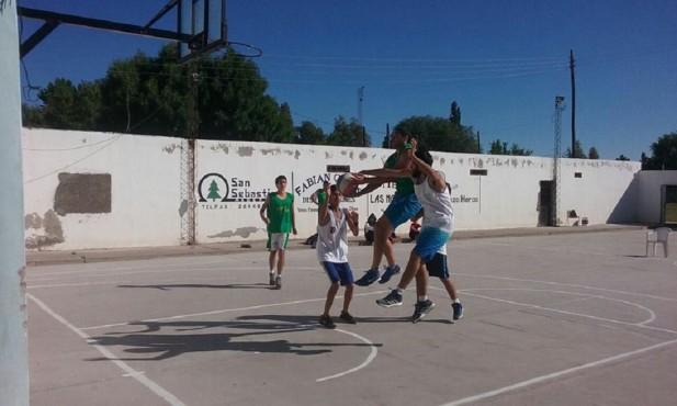 Comenzó con éxito el 'Campeonato 3×3 de Básquet' organizado por los jóvenes del Club La Dormida