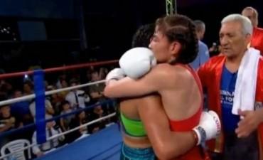 La Tigresa Acuña noqueó en el 10° round a Yésica Marcos