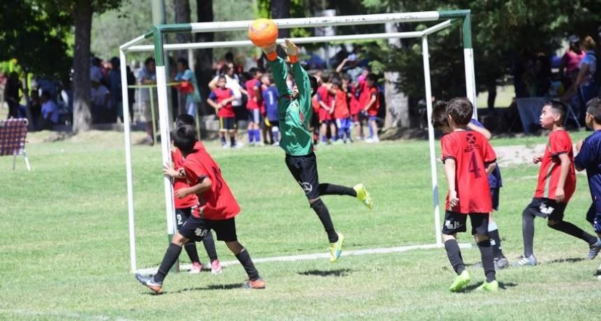 Cierre del torneo de fútbol infantil jugar para hacer amigos 2018
